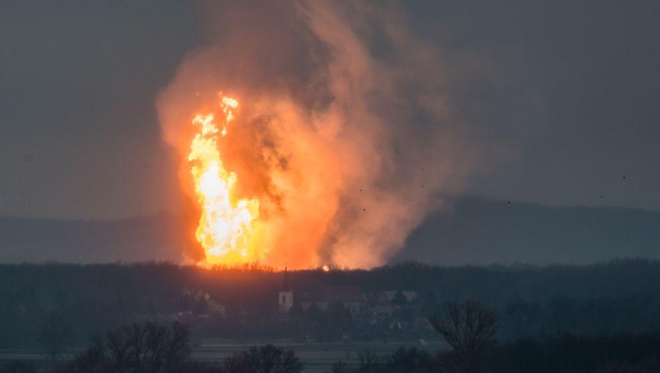 Brand nach Explosion in Baumgarten am Dienstagvormittag