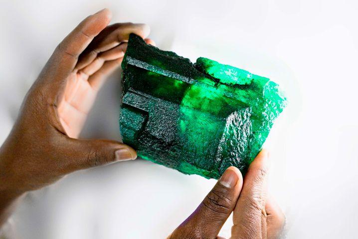 1,13 Kilogramm wiegt der leuchtendgrüne Kristall