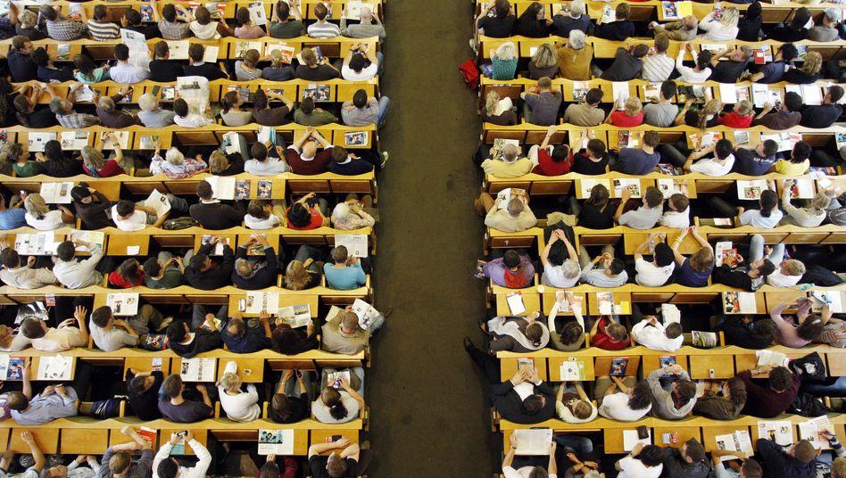 Volle Hörsäle: An diesem Bild wird sich in deutschen Unis wohl vorerst wenig ändern, auch wenn sich zuletzt weniger Studienanfänger eingeschrieben haben