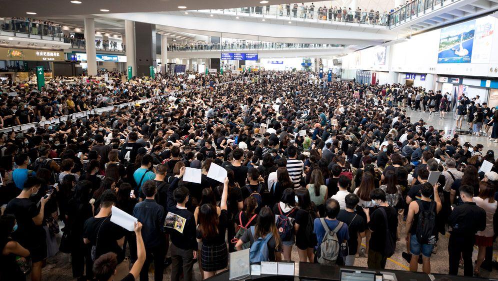 Hongkong am Montag: Flughafen streicht alle Abflüge
