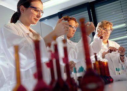 Sprunghaftes Wachstum, höhere Renditen: Der Darmstädter Pharma- und Spezialchemiekonzern Merck verfolgt ehrgeizige Ziele