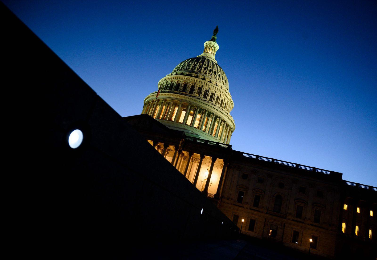 FILES-US-POLITICS-ECONOMY-CONGRESS-VOTE