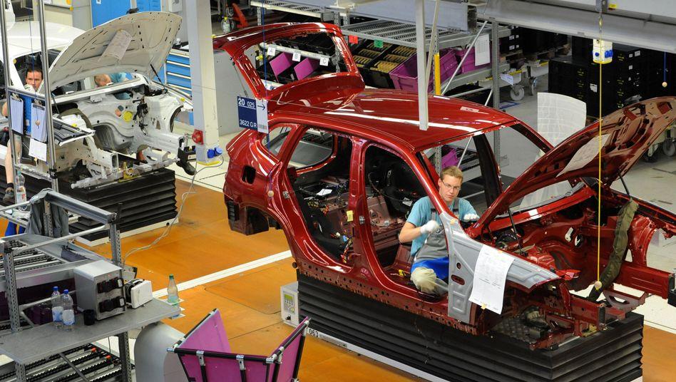 Monteure in Leipzig: Der Pkw-Export dürfte durchschnittlich um fünf Prozent zunehmen