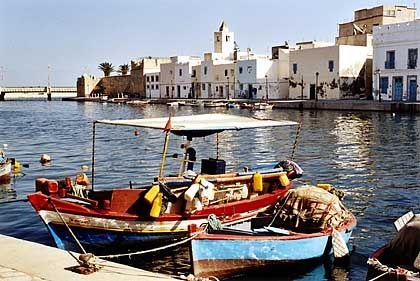 Sommerresidenz: Typisch für Bizerte ist der alte Hafen mit den teils bunt angemalten Fischerbooten