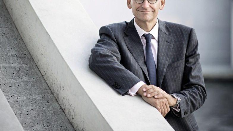 """Daniel Stelter ist Makroökonom, Strategieberater, Buchautor und Gründer des auf Strategie und Makroökonomie spezialisierten Diskussionsforums """"Beyond the Obvious"""". Er war lange Jahre bei der Boston Consulting Group, zuletzt als Senior Partner und Managing Director."""