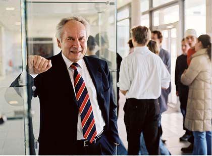 August-Wilhelm Scheer (66) ist Präsident des Bundesverbands Informationswirtschaft, Telekommunikation und neue Medien (Bitkom) sowie Aufsichtsratsvorsitzender und Großaktionär des Software- und Beratungsunternehmens IDS Scheer, das er 1984 gründete