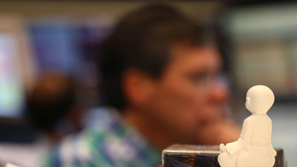 Geduld ist eine Tugend, die an der Börse bares Geld wert sein kann: Es dürfte in den kommenden Wochen noch günstigere Einstiegskurse geben als derzeit, denn die Gewinnerwartungen sind aktuell noch sehr optimistisch