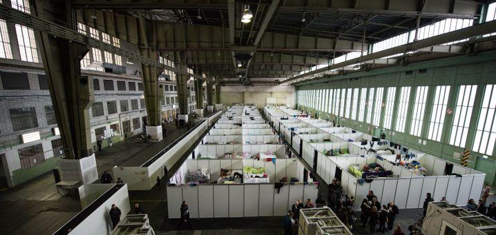Flüchtlingsunterkunft in einem Hangar im ehemaligen Flughafen Tempelhof (Archivbild)