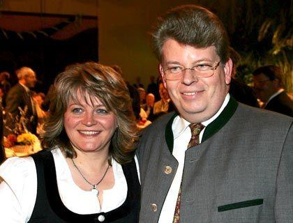 Neuordnung abgeschlossen: Alexandra Schörghuber auf einem Archivbild mit ihrem Mann, der im November starb. Sie übernimmt den Vorsitz des Stiftungsrates