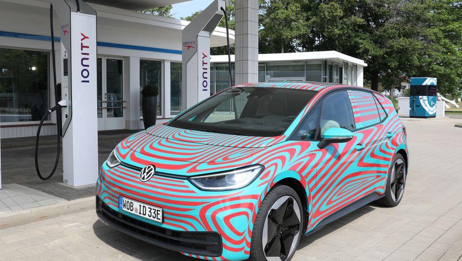 VW ID.3 an einer Ladestation in Wolfsburg