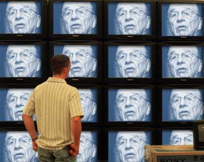 Blick in die Zukunft? Seit Medienmogul Murdoch bei Premiere eingestiegen ist, kommt Bewegung in den Münchener Bezahlkanal