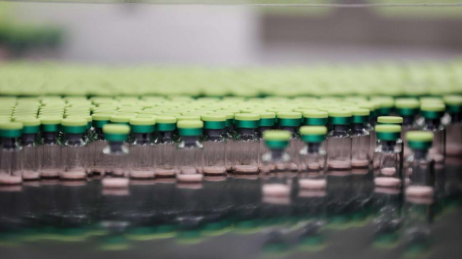 """Jetzt in der """"Rolling Review""""-Prüfung der EMA: Corona-Impfstoff von Curevac in einer Fabrik von GlaxoSmithKline in Großbritannien"""