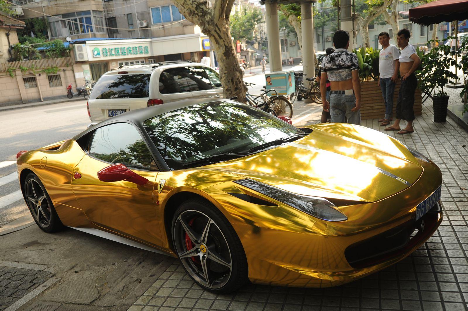 Goldener Ferrari / Gold