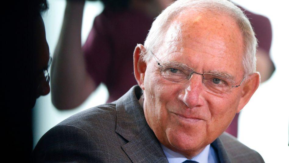 Finanzminister Wolfgang Schäuble: Die Zinsausgaben des Staates sind im ersten Halbjahr um 1,3 Milliarden Euro gesunken - doch ziehen die Zinsen wieder an, ist der Überschuss schnell wieder weg