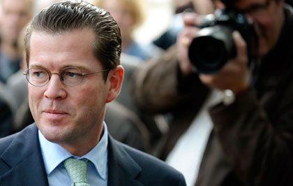Karl-Theodor zu Guttenberg (CSU): Wechsel in das Ressort Verteidigung