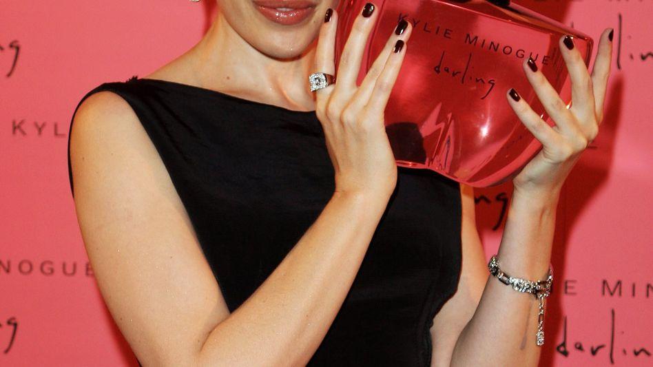 """Sängerin und Schauspielerin Kylie Minogue (Bild Archiv) präsentierte bereits 2006 das Parfum """"Darling"""" von Coty"""