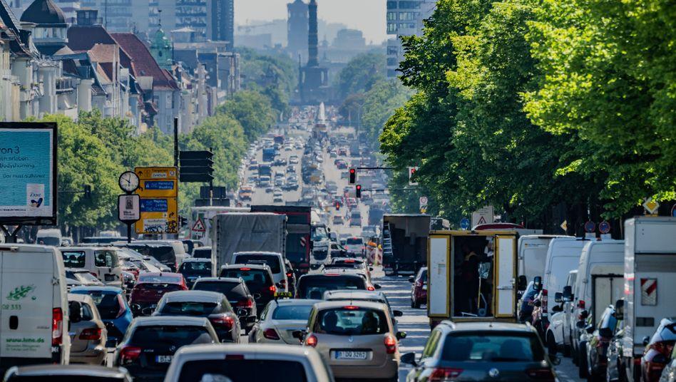 Zu viel Stickstoffdioxid in der Luft: Vor allem in großen Städten wie hier in Berlin wurde zu viel des Schadstoffs in die Luft gepustet