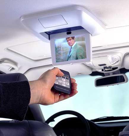 Heutzutage auch im Auto: Geräte steuern, ohne sich zu strecken