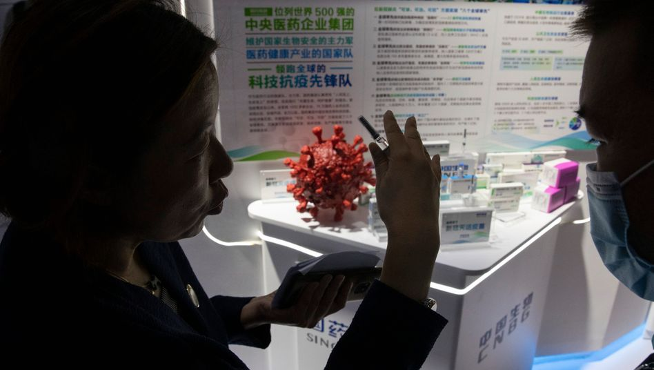 Werbefeldzug: Auf einer Pharmamesse in Peking warb Sinopharm schon im Sommer für seine Corona-Forschung