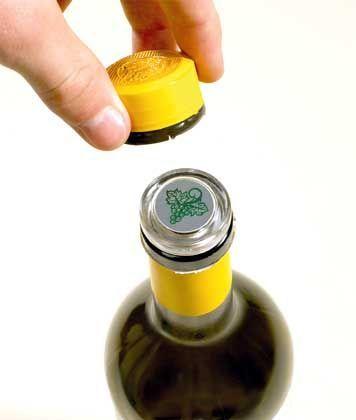 Glaskorken: Geschützt durch Plastikkappe