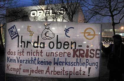 """""""Ihr da oben"""": Opel-Mitarbeiter demonstrieren in Rüsselsheim"""