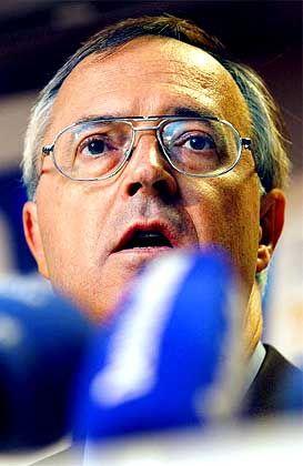 Der Wirt macht die Rechnung, die Länder müssen zahlen: Finanzminister Hans Eichel