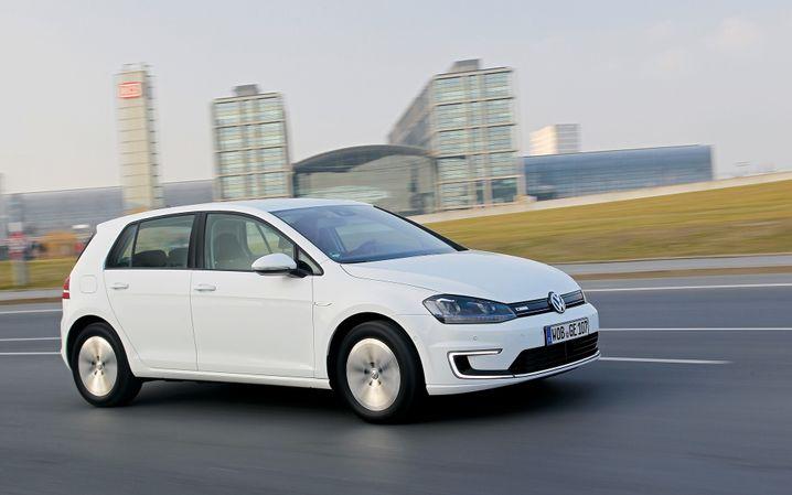 VW Golf mit Elektroantrieb: Bisher ist das Fahrzeug ein Ladenhüter - und doch ein Vorbote einer E-Auto-Offensive