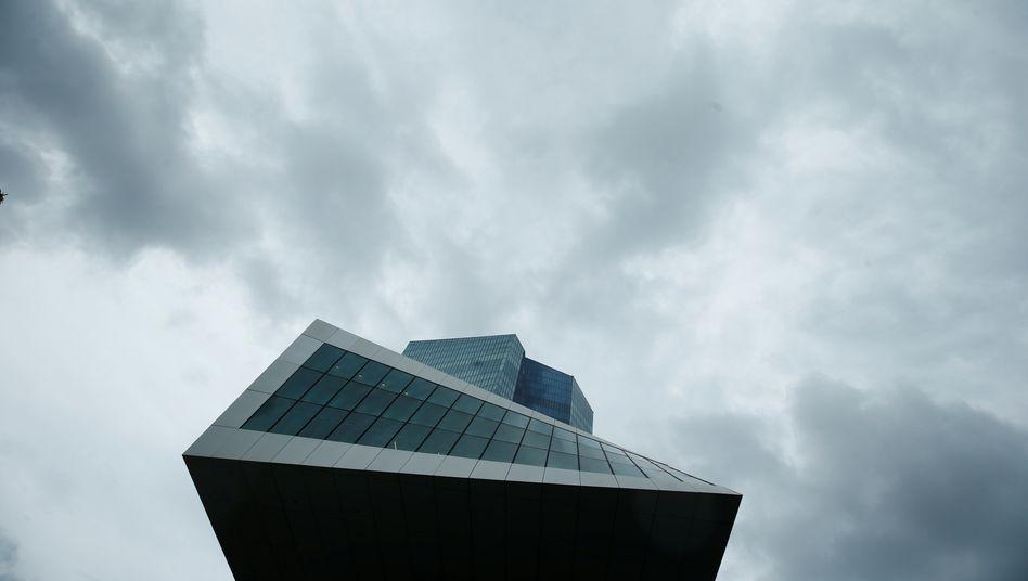 """Zentrale der EZB in Frankfurt: Es ist nur eine Frage der Zeit, bis die Krise wieder ausbricht - trotz Super-Mario und trotz Janet Yellens Behauptung, es werde """"keine Finanzkrise mehr zu unseren Lebzeiten"""" geben"""