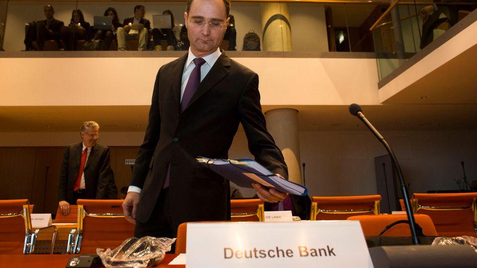 Schmallippiger Banker: Stephan Leithner kam an Stelle von Co-Chef Anshu Jain in den Finanzausschuss - und ließ sich dort nicht aus der Reserve locken