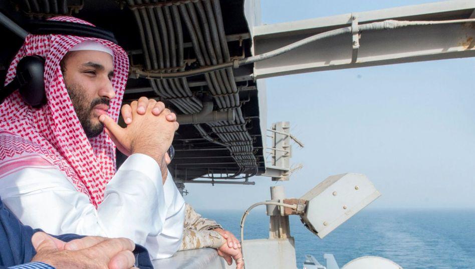Mohammed bin Salman: Der Kronprinz ist Verteidigungsminister Saudi-Arabiens und hat wie viele andere Mitglieder vom Reichtum der Herrscherfamilien profitiert. Durch den Ölpreisverfall getrieben setzt er nun auf einen Umbau der Wirtschaft - ob das auch für die erzkonservative Gesellschaftsstruktur gilt, bleibt abzuwarten.