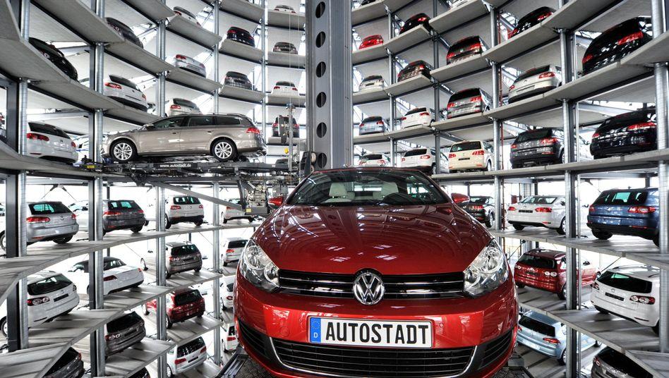 Autoturm Wolfsburg: Nach einem Absatzrekord in 2011 stellt sich Volkswagen für das kommenden Jahr auf verschiedene Szenarien ein