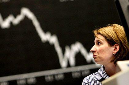 Kapitalmärkte am Boden: Im Jahr 2008 ließ sich an den Finanzmärkten nur schlecht Geld verdienen. Das spüren auch die Versicherer.