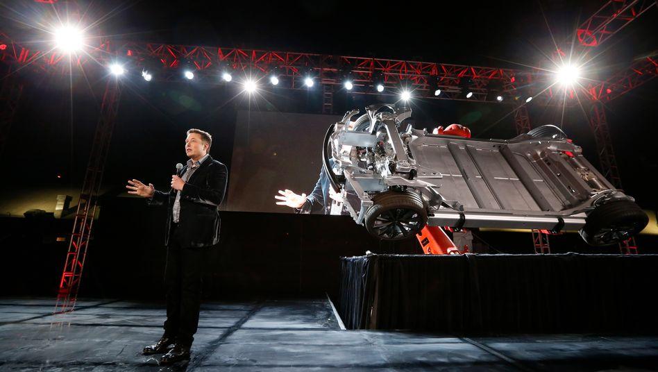 Produkteinführung á là Tesla: Nun zeigt der Elektroautobauer der Welt seine neue Batterie.