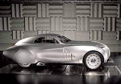 Erinnerung: Das BMW Concept Coupé Mille Miglia 2006 ist eine Hommage an das Siegerfahrzeug von 1940 - einen umgebauten BMW 328