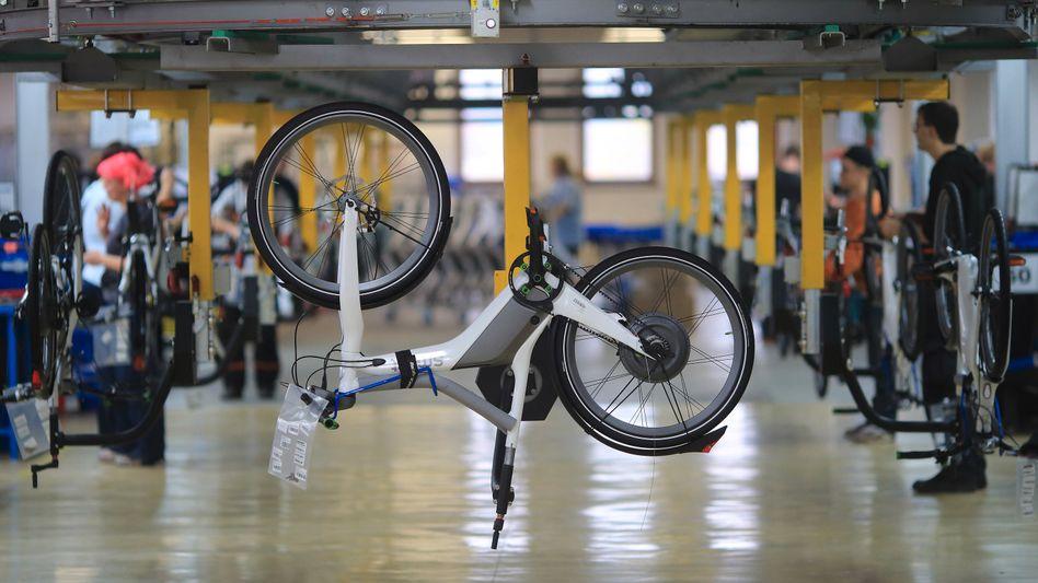 """E-Bike-Produktion: """"Wir sind grundsätzlich in der Lage, unsere gut gefüllten Auftragsbücher wie geplant zu bedienen"""", sagt Mifa-Vorstand Weniger"""