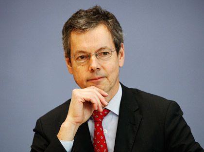"""Peter Bofinger ist Professor für Volkswirtschaftslehre an der Universität Würzburg und seit 2004 Mitglied des Sachverständigenrats zur Begutachtung der gesamtwirtschaftlichen Entwicklung, bekannt als """"Wirtschaftsweise"""". Für den Posten empfohlen hatten ihn die Gewerkschaften."""