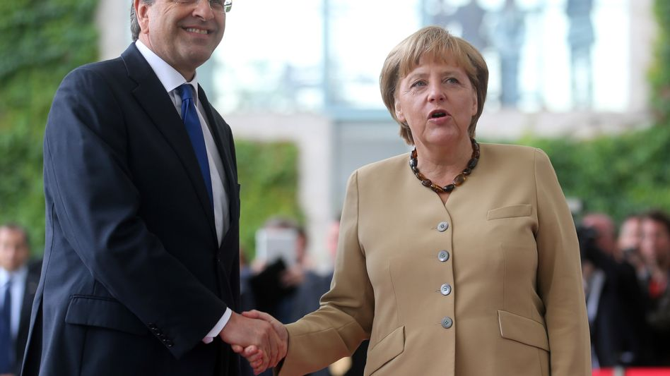 """""""Sehr offenes Gespräch"""": Der griechische Ministerpräsident Antonis Samaras wirbt bei Bundeskanzlerin Angela Merkel um mehr Zeit"""