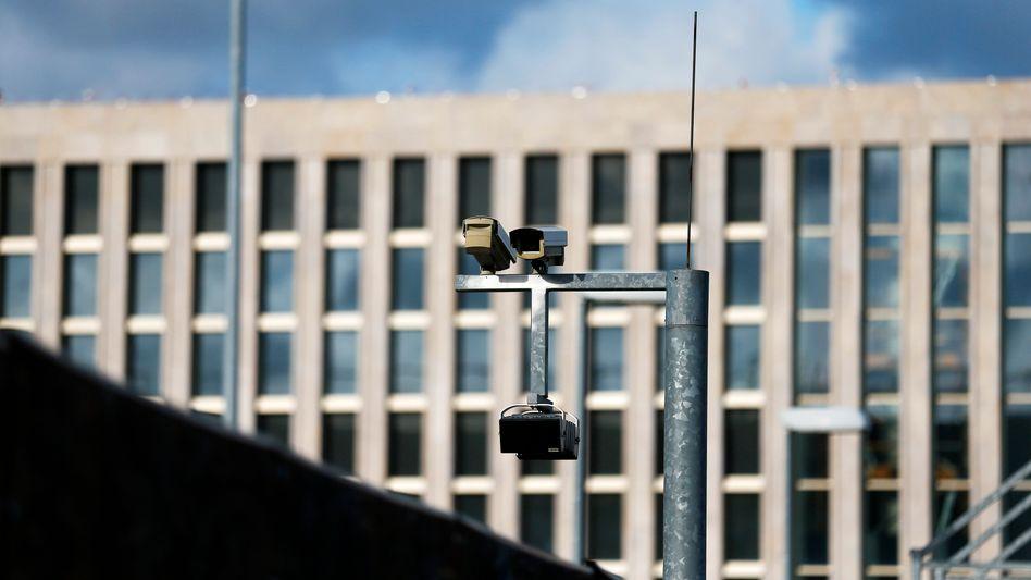Zentrale des Bundesnachrichtendienstes in Berlin: Einbruch in verschlüsselte Internetverbindungen geplant