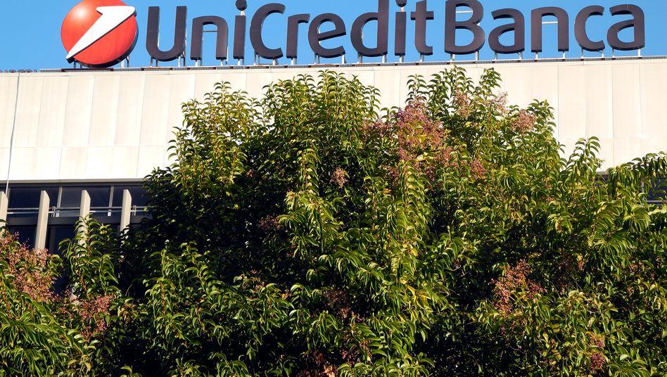 Unicredit einigt sich mit Gewerkschaften auf Stellenabbau von 5200 statt ursprünglich 6000 Arbeitsplätzen