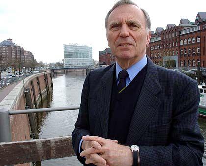 Ingo von Münch, 1932 in Berlin geboren, war zuerst an der Ruhr-Universität in Bochum und ab 1973 an der Universität Hamburg als Professor für Öffentliches Recht tätig. Von 1987 bis 1991 war er für die FDP Zweiter Bürgermeister und Wissenschafts- und Kultursenator der Hansestadt.
