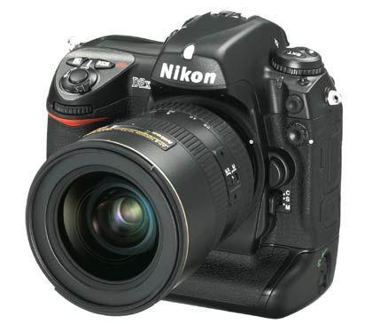 D2X mit DX-CMOS-Sensor und 12,4 Megapixeln: Schießt fünf bis acht Bilder pro Sekunde