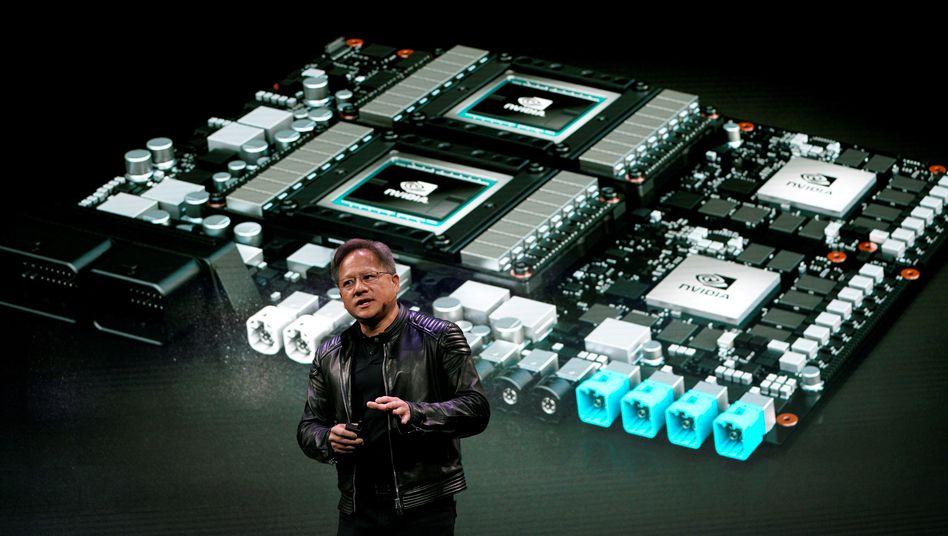 Mercedes-Benz stattet Autos künftig mit Nvidia-Computern aus. Jensen Huang, CEO von Nvidia, präsentierte auf der CES am Dienstag neue Entwicklungen