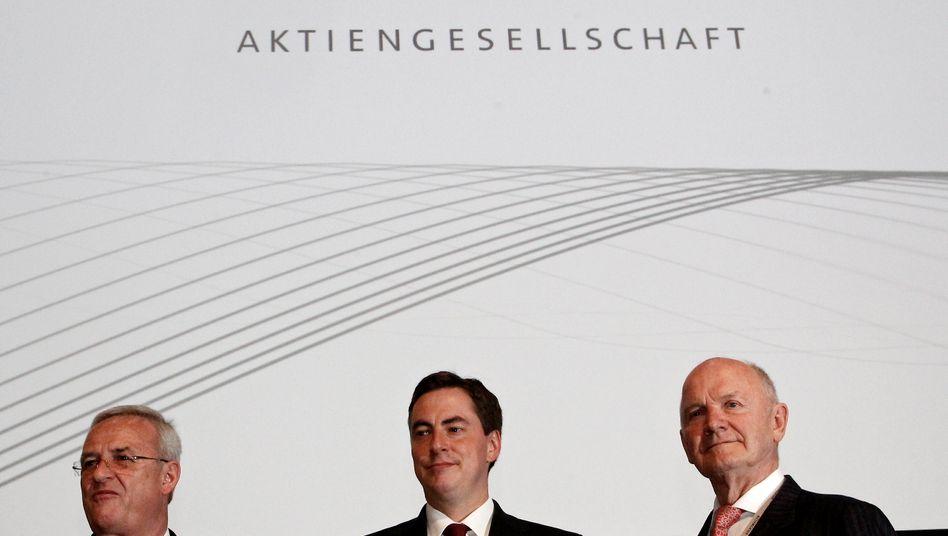 Im Angriffsmodus: VW-Chef Martin Winterkorn, der niedersächsische Ministerpräsident und Mitglied des Aufsichtstats, David McAllister (CDU), und der VW-Aufsichtsratsvorsitzende Ferdinand Piëch
