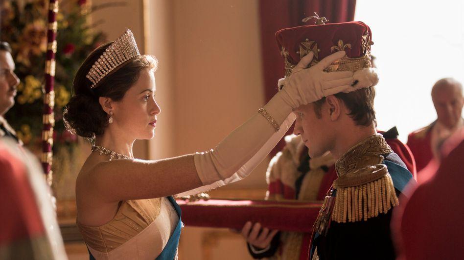 """Krönung zum Jahresende: Netflix zählt erstmals mehr als 200 Millionen Nutzer - möglich machten es Serienhits wie """"The Crown"""" (im Bild eine Szene aus der Serie)"""