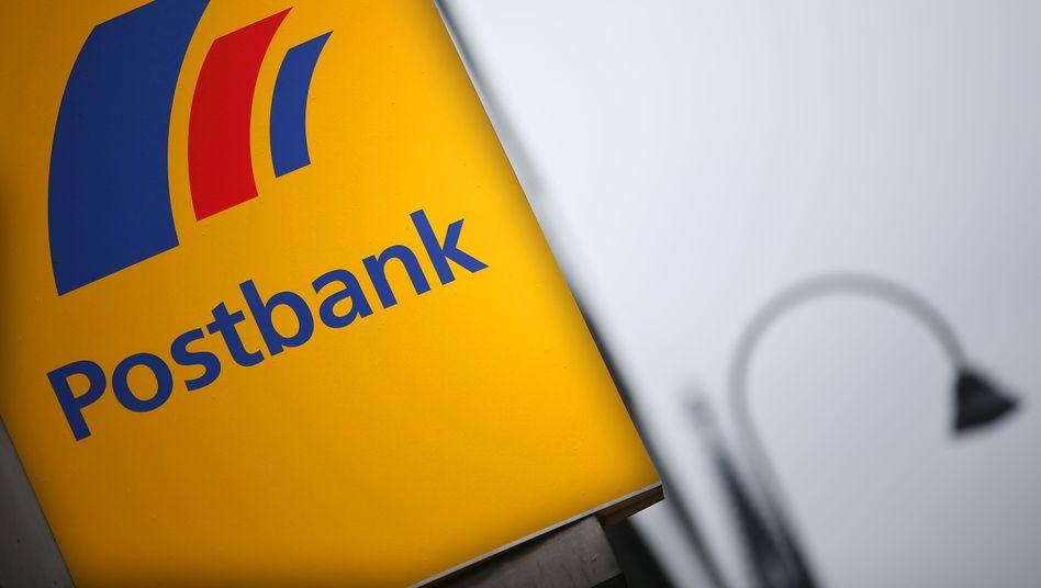 """Neue Einlagen unerwünscht: Die Postbank hält sich Neukunden, die vor allem Geld auf einem Konto """"parken"""" wollen, mit verschärften Strafzins-Regeln vom Leib"""