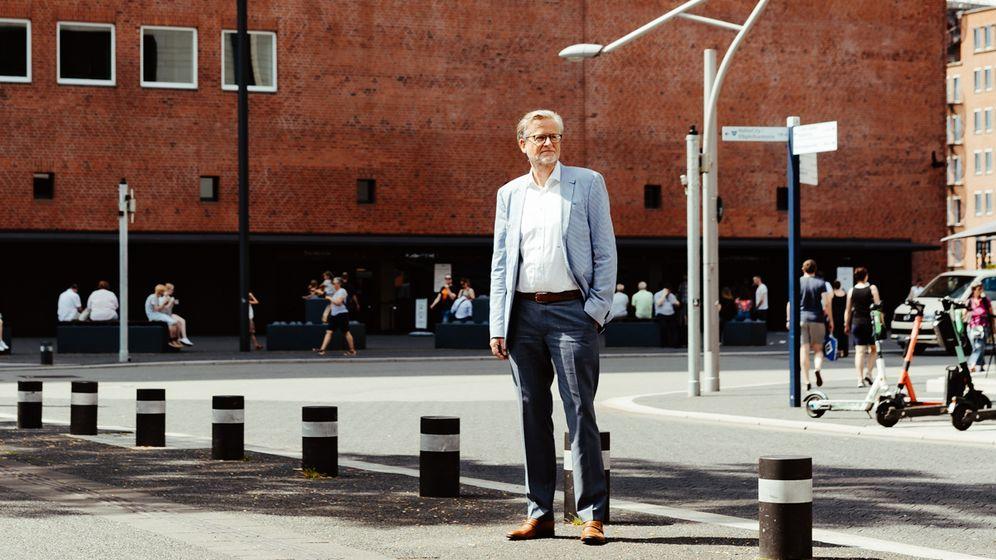 Neue Ufer: Als Chef von Ceconomy, der Mutter von Media-Saturn, stand Jörn Werner mit seinem Machtanspruch auf verlorenem Posten und musste schon nach wenigen Monaten gehen. Jetzt soll es elbphilharmonischer zugehen.
