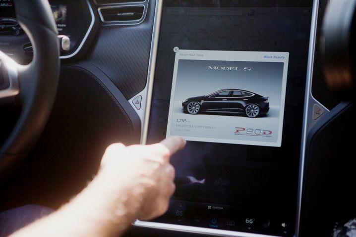 Software-Update? Beim Autopiloten müssen Tesla-Fahrer ständig am Ball bleiben