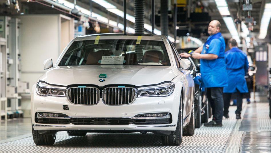 BMW-Produktion in Dingolfing: Der Hersteller kämpft mit der Konkutrrenz um seine Marktanteile