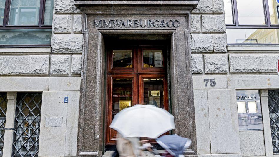 Sorgen: Allein für das Bankhaus M.M. Warburg geht es um bis zu 280 Millionen Euro