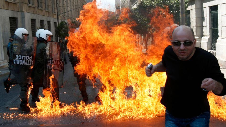 Neue Protestwelle: Athens Bürger gehen gegen das Sparprogramm der Regierung auf die Barrikaden